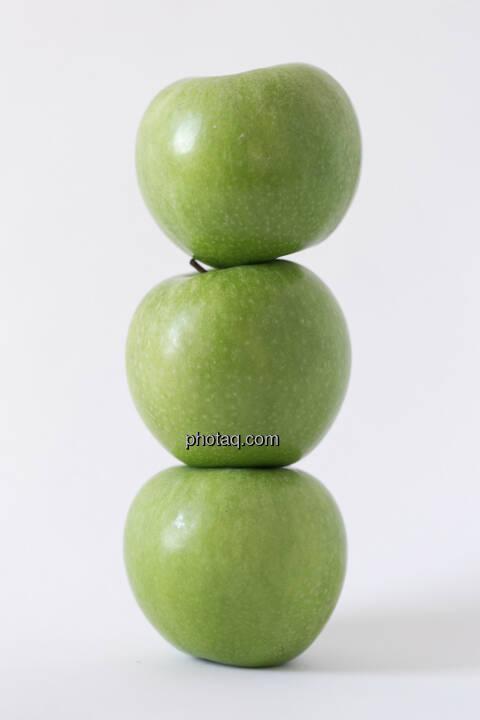 Äpfel, 3 grüne Äpfel, gestapelt