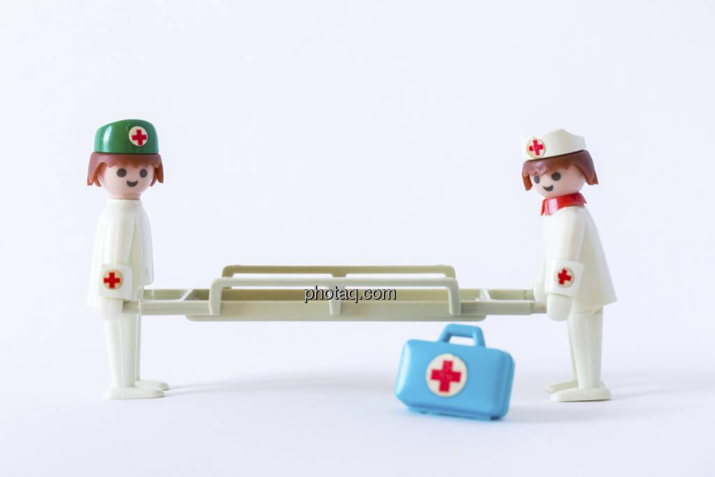 Bist du noch zu retten?, 2 Sanitäter, Bahre, Arztkoffer, Playmobil, © Martina Draper (14.04.2013)