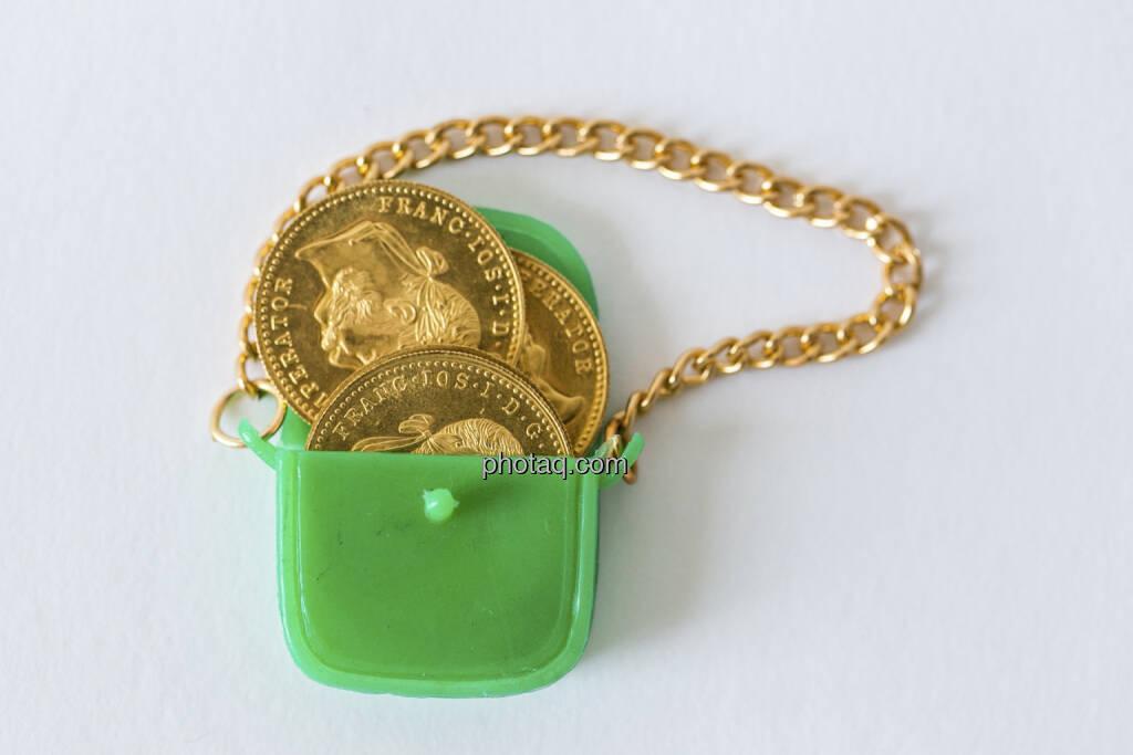 Die Taschen voll Gold, grüne Handtasche, Goldmünzen, © Martina Draper (14.04.2013)