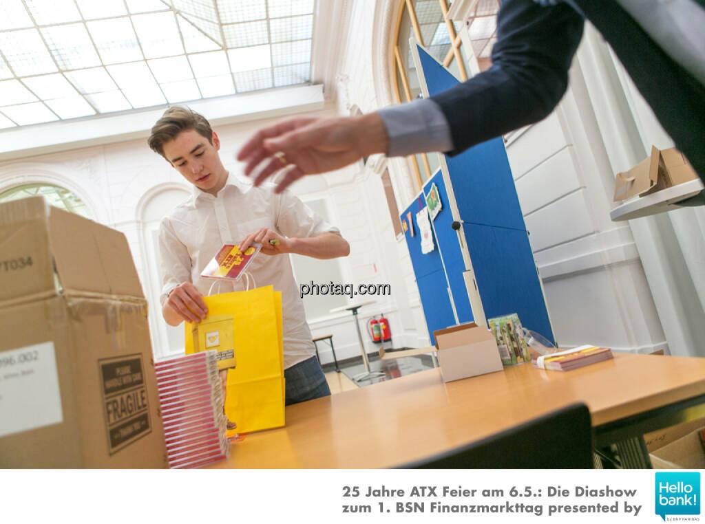1. BSN Finanzmarkttag Nikolas Draper für Goodie Bags: http://www.photaq.com/page/index/2508, © Martina Draper/photaq (07.05.2016)