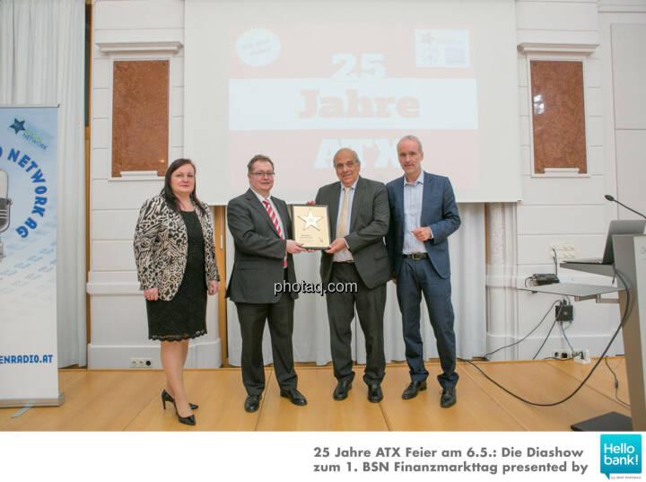 Franz Kubik wird in die Hall of Fame (Class of 2016) des Wiener Kapitalmarkts aufgenommen: Yvette Rosinger, Gregor Rosinger, Franz Kubik, Christian Drastil http://boerse-social.com/hall-of-fame
