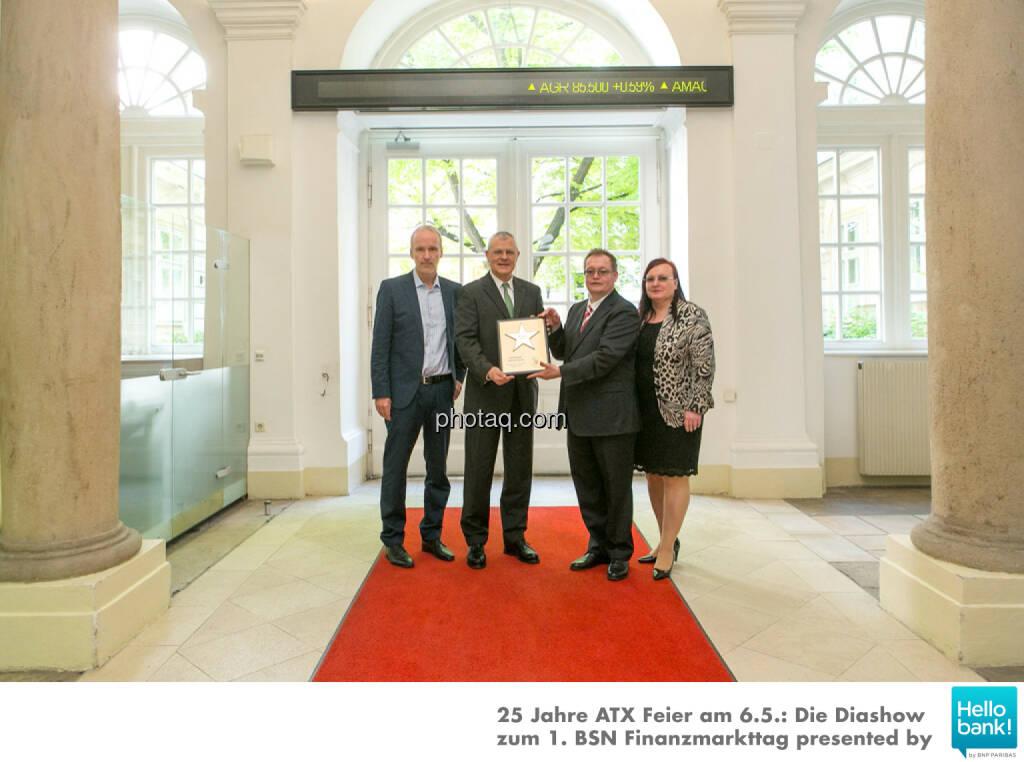 Michael Buhl wird in die Hall of Fame (Class of 2016) des Wiener Kapitalmarkts aufgenommen: Christian Drastil, Michael Buhl, Gregor Rosinger, Yvette Rosinger http://boerse-social.com/hall-of-fame, © Martina Draper/photaq (07.05.2016)