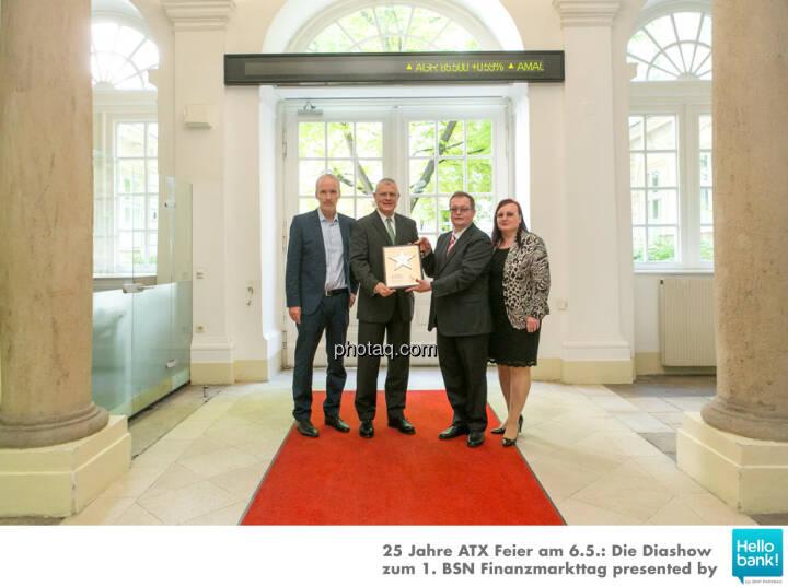 Michael Buhl wird in die Hall of Fame (Class of 2016) des Wiener Kapitalmarkts aufgenommen: Christian Drastil, Michael Buhl, Gregor Rosinger, Yvette Rosinger http://boerse-social.com/hall-of-fame