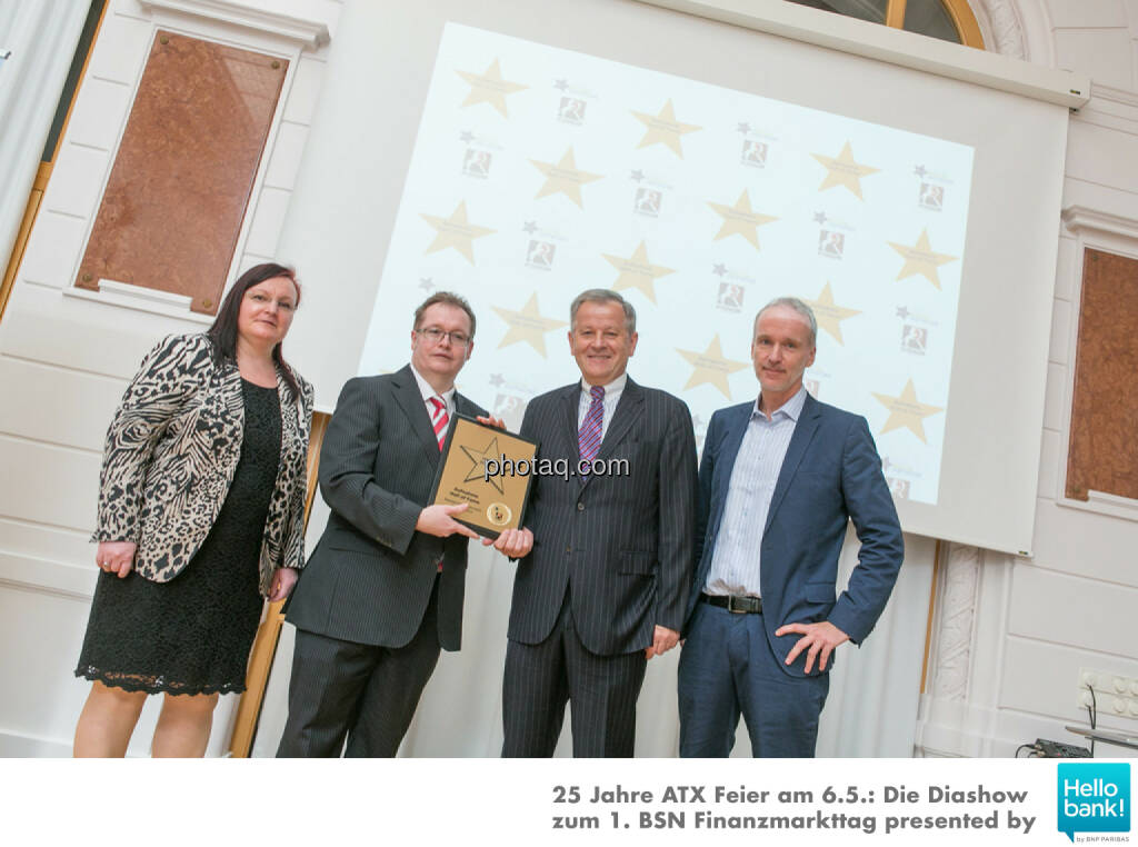 Eduard Zehetner wird in die Hall of Fame (Class of 2016) des Wiener Kapitalmarkts aufgenommen: Yvette Rosinger, Gregor Rosinger, Eduard Zehetner, Christian Drastil http://boerse-social.com/hall-of-fame, © Martina Draper/photaq (07.05.2016)
