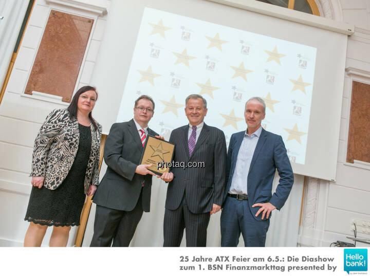Eduard Zehetner wird in die Hall of Fame (Class of 2016) des Wiener Kapitalmarkts aufgenommen: Yvette Rosinger, Gregor Rosinger, Eduard Zehetner, Christian Drastil http://boerse-social.com/hall-of-fame