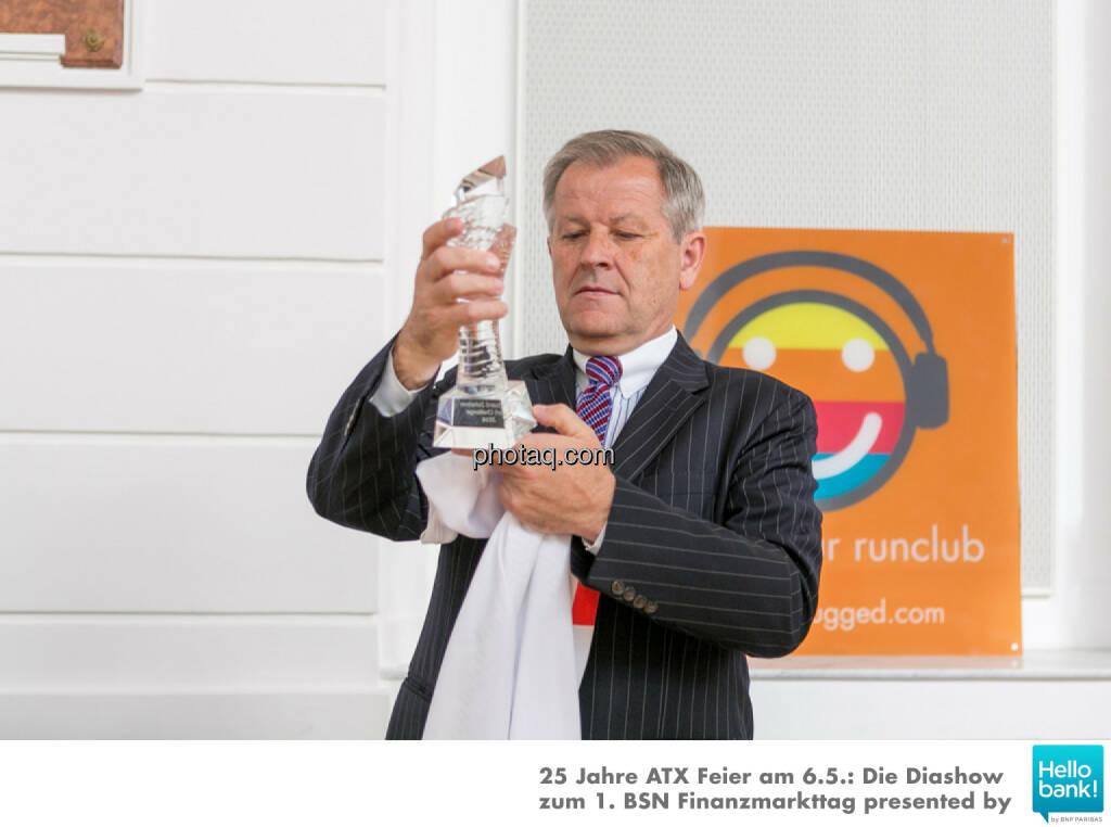 Pokal: Preparing Dr. Eduard Zehetner Chart Challenge, © Martina Draper/photaq (07.05.2016)