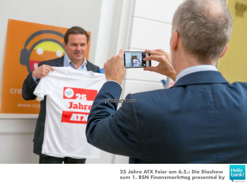 Gernot Heitzinger für Shirts: http://www.photaq.com/page/index/2512 , © Martina Draper/photaq (07.05.2016)