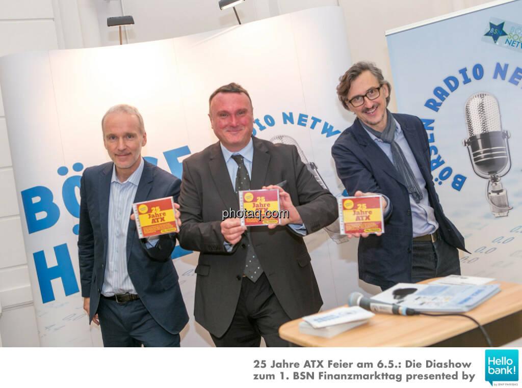 Viva Palfinger: Christian Drastil, Peter Heinrich, Josef Chladek stolz mit der Palfinger-Privatanleger-Edition 25 Jahre ATX, © Martina Draper/photaq (07.05.2016)