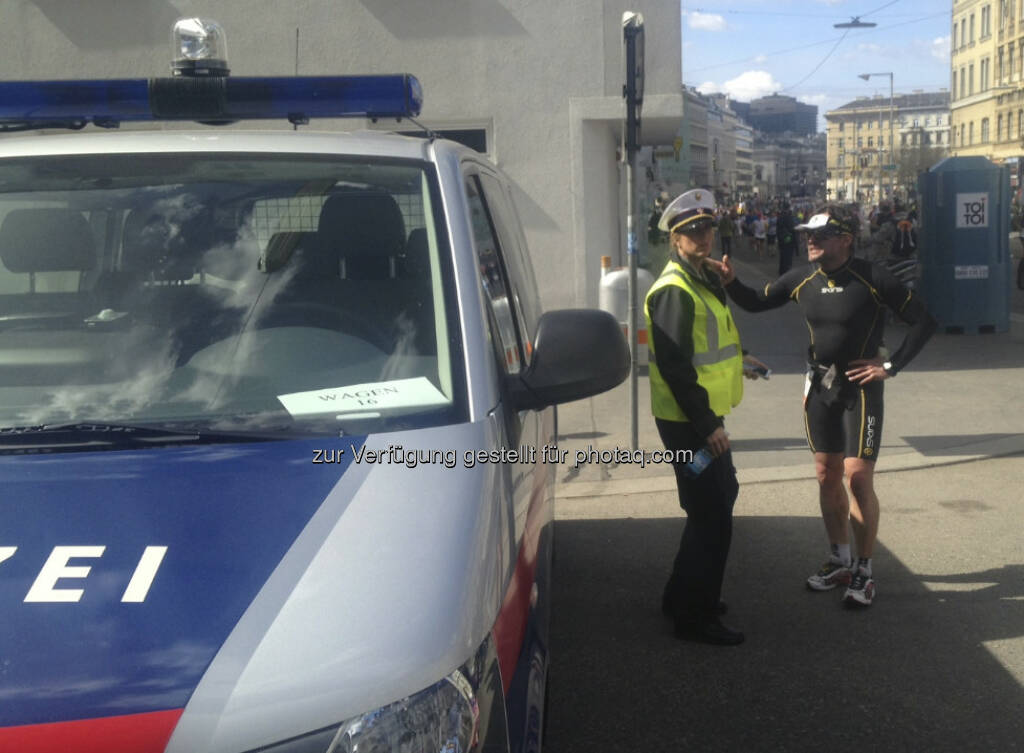 Polizei passt auf und darf nach dem Weg gefragt werden (14.04.2013)