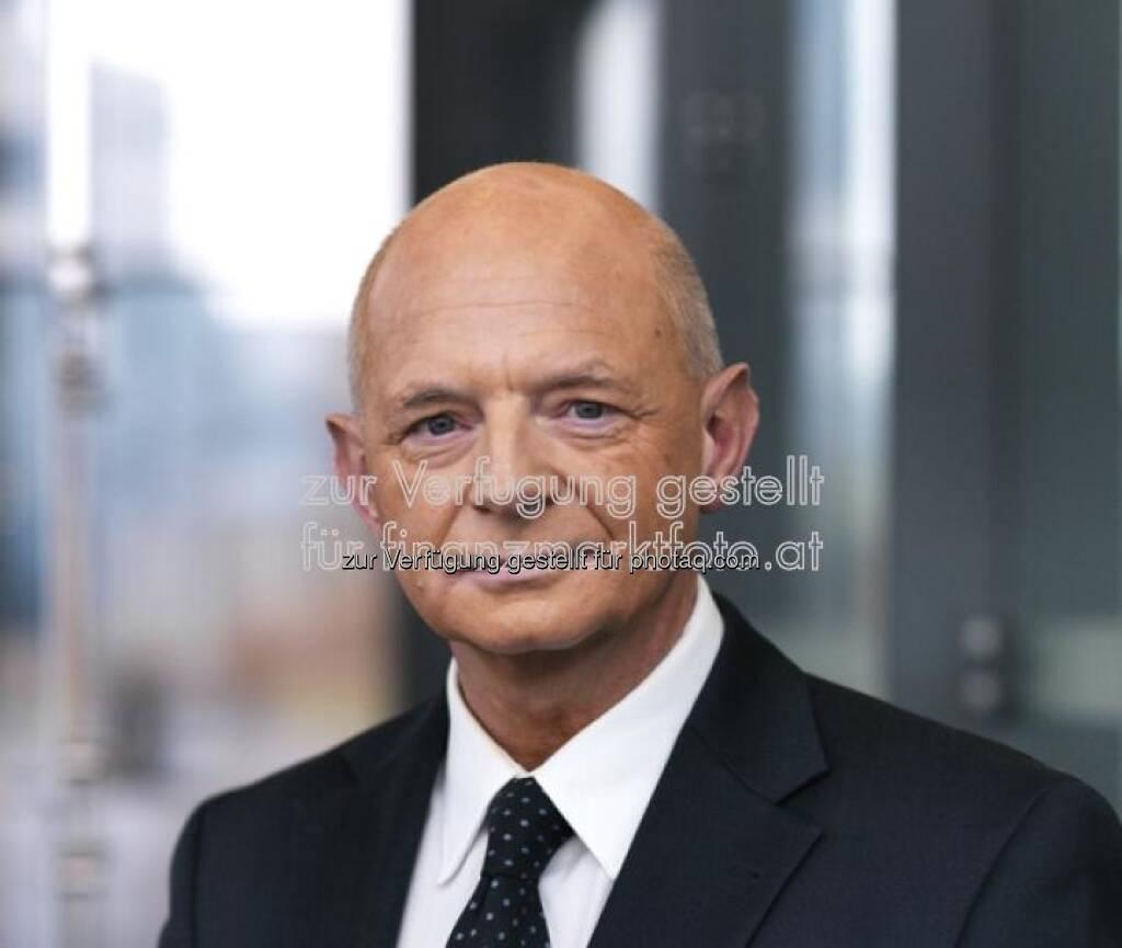 Robert Kastil, Rosenbauer (15.April) - finanzmarktfoto.at wünscht alles Gute! (15.04.2013)