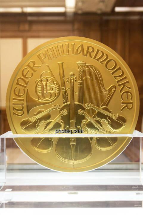 1000-Unzen-Münze Wiener Philharmoniker mit einem Nennwert von € 100.000,-- und einem Gewicht von 31,103 kg, Auflage: 15 Stück weltweit