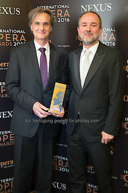 Roland Geyer (Intendant), Thomas Drozda (VBW-Generaldirektor) : Theater an der Wien gewinnt International Opera Award 2016 : Fotocredit: International Opera Award/Jones, © Aussendung (17.05.2016)