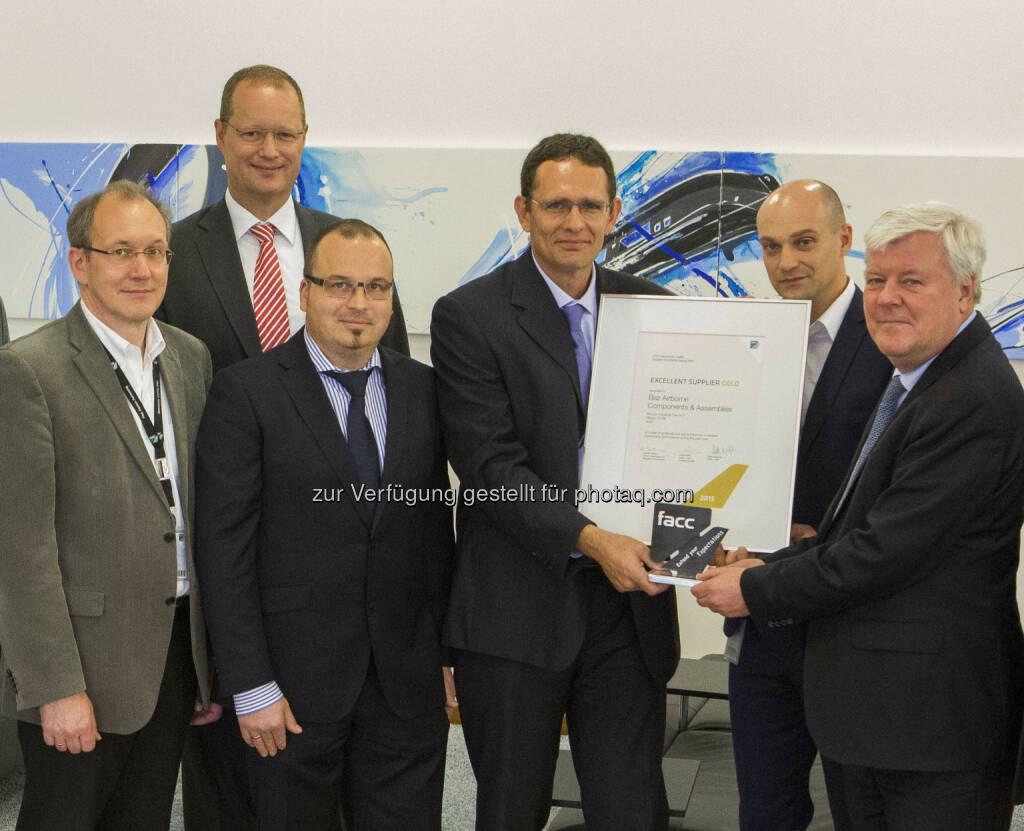 Rudolf Leitner (EVP Procurement, FACC), Rolf Philipp (CEO und Eigentümer Aircraft Philipp Group), Stefan Horn (Sales & Marketing Aircraft Philipp Group und Baz Airborne Components & Assemblies), Eytan Cohen-Munwes (CEO, BAZ Airborne Components & Assemblies), Stefan Schweighofer (Director Procurement Aerostructures, FACC), Walter Stephan (CEO, FACC) : Baz Airborne Components & Assemblies ist der beste Lieferant von FACC im Jahr 2015 und wurde mit dem Excellent Supplier Award in Gold ausgezeichnet, © FACC (17.05.2016)