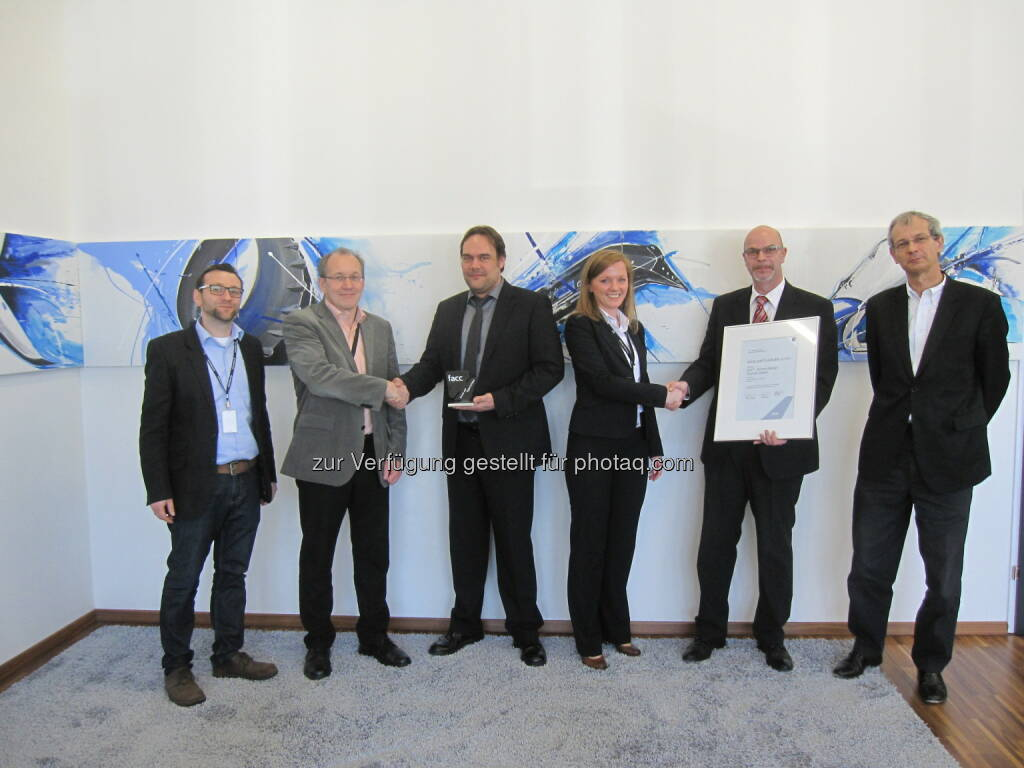 Alois Streicher (Group Lead PQA Interiors, FACC), Rudolf Leitner (EVP Procurement, FACC), Thomas Engstler (Managing Director, GMT), Maria Anna Kraus (Director Procurement Interiors, FACC), Frank Leyendecker (Prokurist GMT Austria), Rene Bollier (VP Interiors, FACC) : Der Supplier Award in Silber geht an GMT – Gummi-Metall-Technik GmbH, © FACC (17.05.2016)