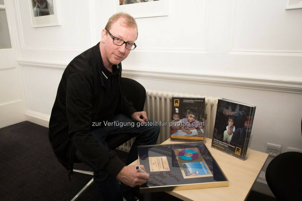 Dave Rowntree, Star Boot Sale-Initiator und Drummer der Britpop-Band Blur : Coldplay, One Direction & Co. versteigern persönliche Dinge bei der Flohmarkt-App Shpock im Rahmen des Star Boot Sale : Fotocredit: IRC UK/Cindy Marais, © Aussender (20.05.2016)