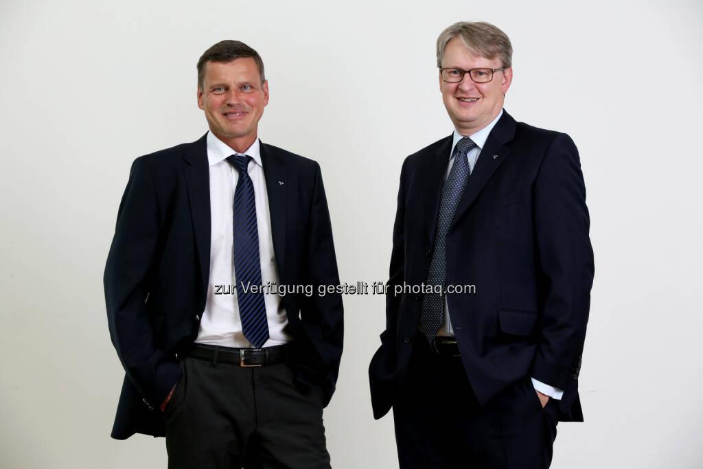 Richard Ecker und Andreas Pirkelbauer (Vorstand der Volksbank Oberösterreich AG) : Fusion der Volksbank Vöcklabruck-Gmunden mit der Volksbank Oberösterreich AG auch technisch erfolgreich verlaufen : Fotocredit: Volksbank Oberösterreich AG/Weibold, © Aussendung (23.05.2016)