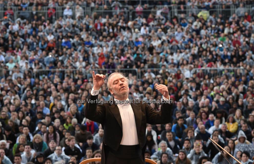 Valery Gergiev (Dirigent) : 5. BMW LSO Open Air Classics :  London Symphony Orchestra auf dem Trafalgar Square mit Tschaikowsky-Programm : Fotocredit: Stuart C. Wilson/Getty Images für BMW & London Symphony Orchestra) (23.05.2016)