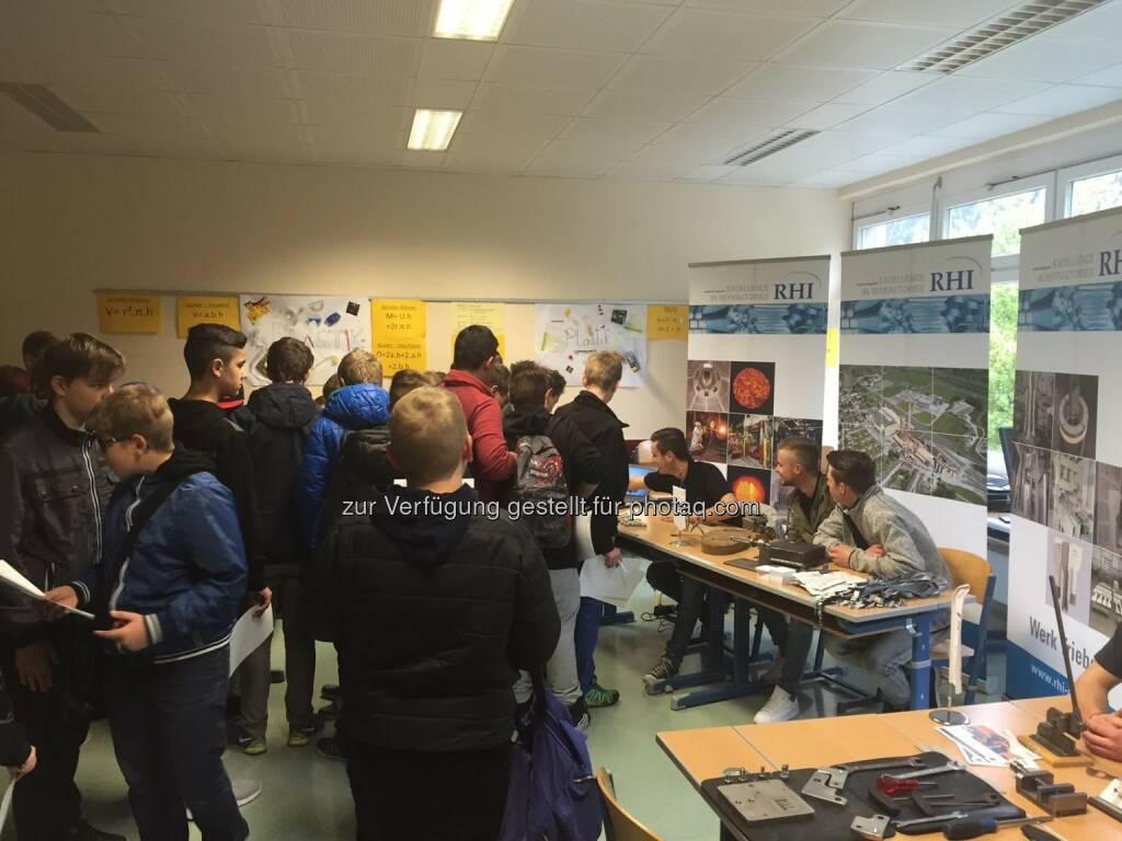 RHI: Das Poly Rottenmann veranstaltete auch heuer wieder den Jobfinder-Day mit 250 Jugendlichen aus der Region. Super ist die Möglichkeit Kontakte direkt zu Unternehmen aufzubauen und auch deine Eltern können sich aus erster Hand über Lehrberufe informieren  Source: http://facebook.com/133039406833055, © Aussendung (23.05.2016)