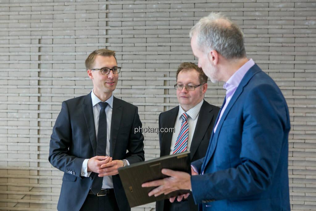 Klaus Ofner (Wienerberger), Gregor Rosinger (Rosinger Group), Christian Drastil (BSN), © Martina Draper/photaq (24.05.2016)