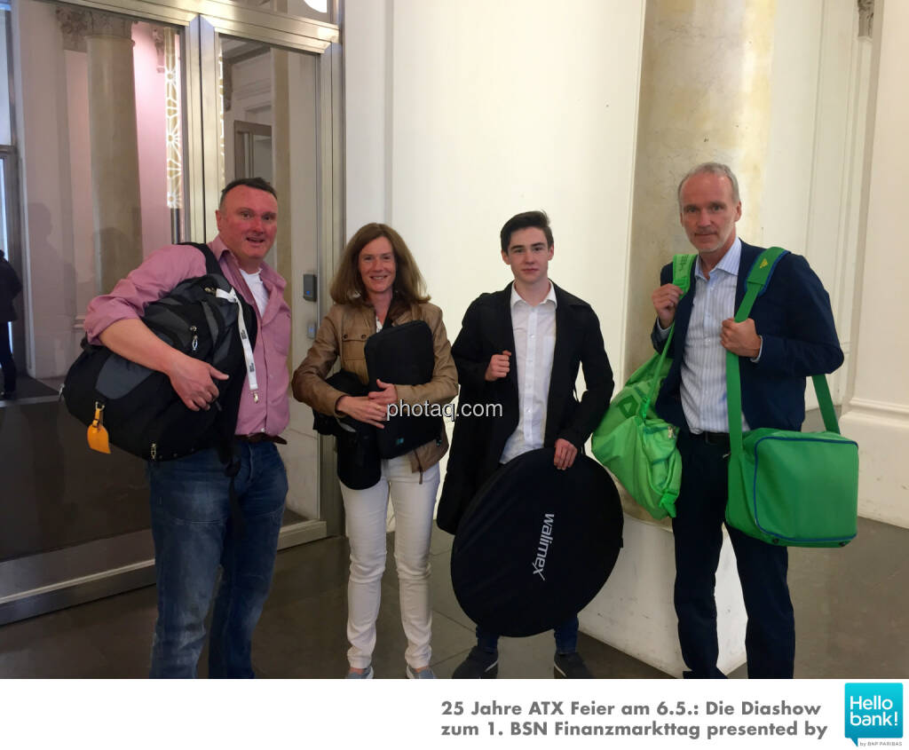 Peter Heinrich, Martina Draper, Nikolas Draper, Christian Drastil - erschöpft nach dem Event und vor http://www.photaq.com/page/index/2486 , © Martina Draper/photaq (27.05.2016)