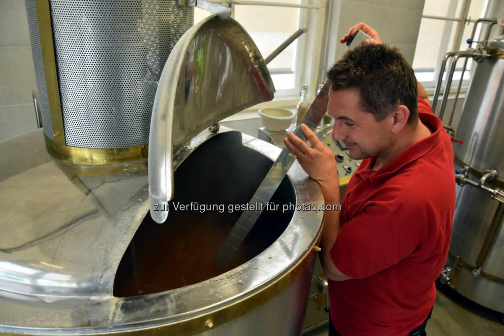 Arno Pauli (Bierbrauer aus Absam / Tirol) : 1. Tiroler Braukost – Tiroler Brauereien stellen sich vor - Samstag, 4. Juni 2016, Oberer Stadtplatz in Hall in Tirol : Fotocredit: Stadtmarketing Hall in Tirol, © Aussender (29.05.2016)