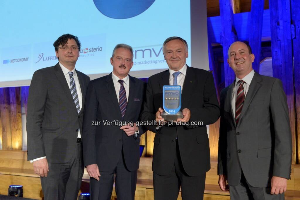 "Arnold Schiechl (Netconomy), Erich Mayer (Präsident FMVÖ), Heinz Schuster (Generaldirektor Sparkassen Versicherung AG Vienna Insurance Group), Robert Sobotka (GF Telemark Marketing) : s Versicherung feiert fünften ""Recommender Award"" . Fotocredit: Sparkassen Versicherung AG Vienna Insurance Group, © Aussendung (30.05.2016)"