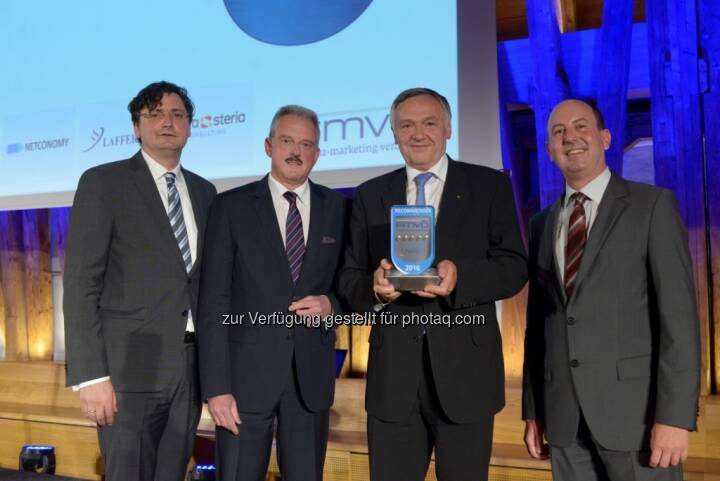 "Arnold Schiechl (Netconomy), Erich Mayer (Präsident FMVÖ), Heinz Schuster (Generaldirektor Sparkassen Versicherung AG Vienna Insurance Group), Robert Sobotka (GF Telemark Marketing) : s Versicherung feiert fünften ""Recommender Award"" . Fotocredit: Sparkassen Versicherung AG Vienna Insurance Group"