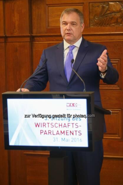Walter Ruck (Wirtschaftskammer Wien-Präsident) : Wirtschaftsparlament: Leistung muss sich wieder lohnen! : Fotokredit: WKW/Wieser, © Aussender (31.05.2016)