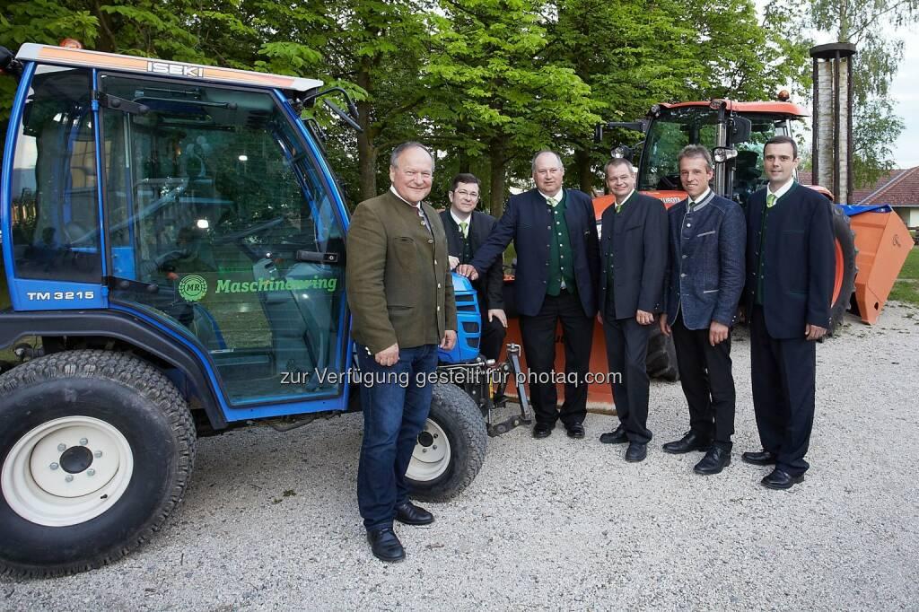 Hermann Schultes (Präsident Landwirtschaftskammer Österreich und NÖ), Markus Göstl (GF), Gerhard Ullisch (Obmann Stv.), Günter Sulz (Obmann), Johann Bösendorfer (Landesobmann - Maschinenring NÖ-Wien), Hannes Zehetner (Obmann Stv.) : Maschinenring Mittleres Weinviertel feierte 40 Jahrjubiläum : Fotocredit: Maschinenring Mittleres Weinviertel/APA-Fotoservice/Preiss, © Aussendung (31.05.2016)