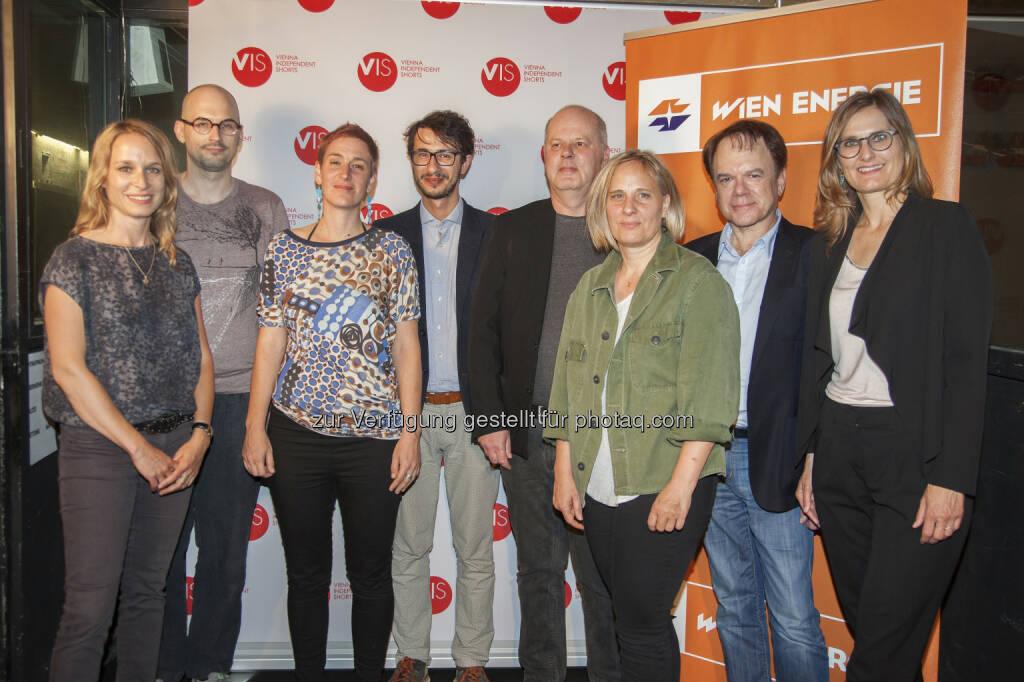 Mirjam Unger (Regisseurin und Autorin), Matija Schellander, Lisbeth Kovačič (Gewinnerin Jurypreis), Michał Błaszczyk (Gewinner Publikumspreis), Andreas Ungerböck (Filmkritiker und Herausgeber), Astrid Heubrandtner-Verschuur (Vorsitzende des Kameraverbandes aac), Robert Dassanowsky (Filmwissenschafter und Produzent), Alexandra Radl (Marketingleiterin Wien Energie) : Night of the Light Wien Energie Kurzfilm-Preise 2016 verliehen : Fotocredit: Wien Energie/die Eventfotografen, © Aussendung (31.05.2016)