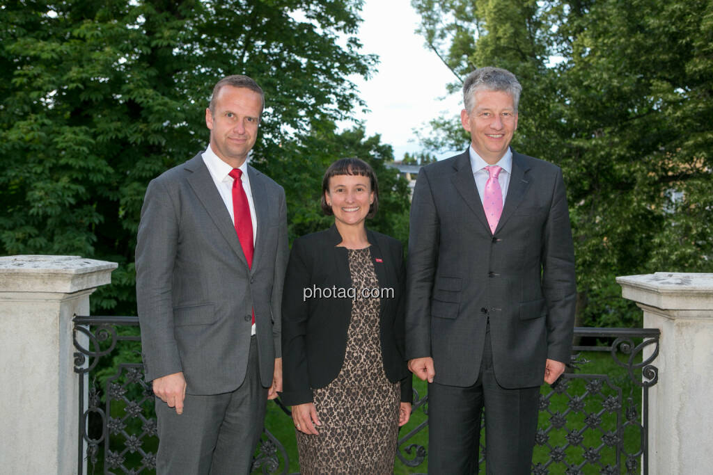 Holger Lüth (IR Buwog), Andrea Wentscher (IR BASF), Tjark Schütte (IR Deutsche Post DHL), © photaq.com / Martina Draper (3), dazu Handybilder  (02.06.2016)
