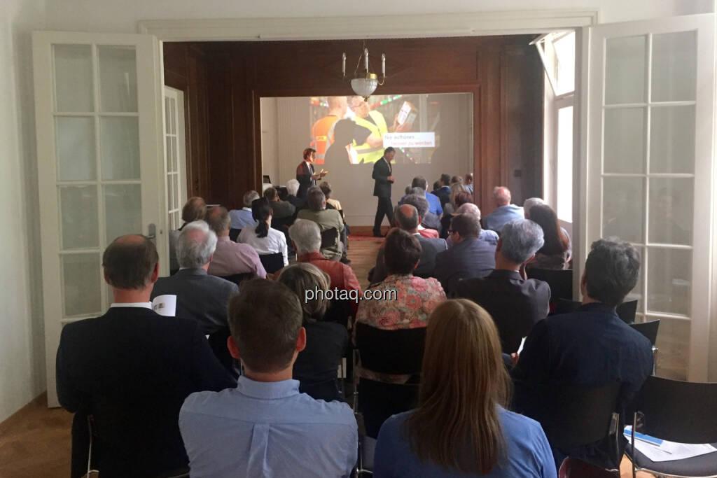 Klimt-Villa Anlegerforum, © photaq.com / Martina Draper (3), dazu Handybilder  (02.06.2016)