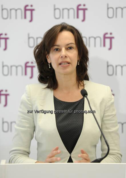 """Sophie Karmasin (Familienminsterin) : """"Arbeitszeitflexibilisierung ist wichtige Maßnahme zur Stärkung der Familienfreundlichkeit"""" : Fotocredit: bmfj/Aigner, © Aussender (06.06.2016)"""