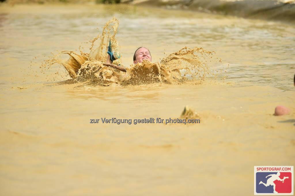 X-Cross Run, Wasser bis zum Hals, Not, © Sportograf (06.06.2016)