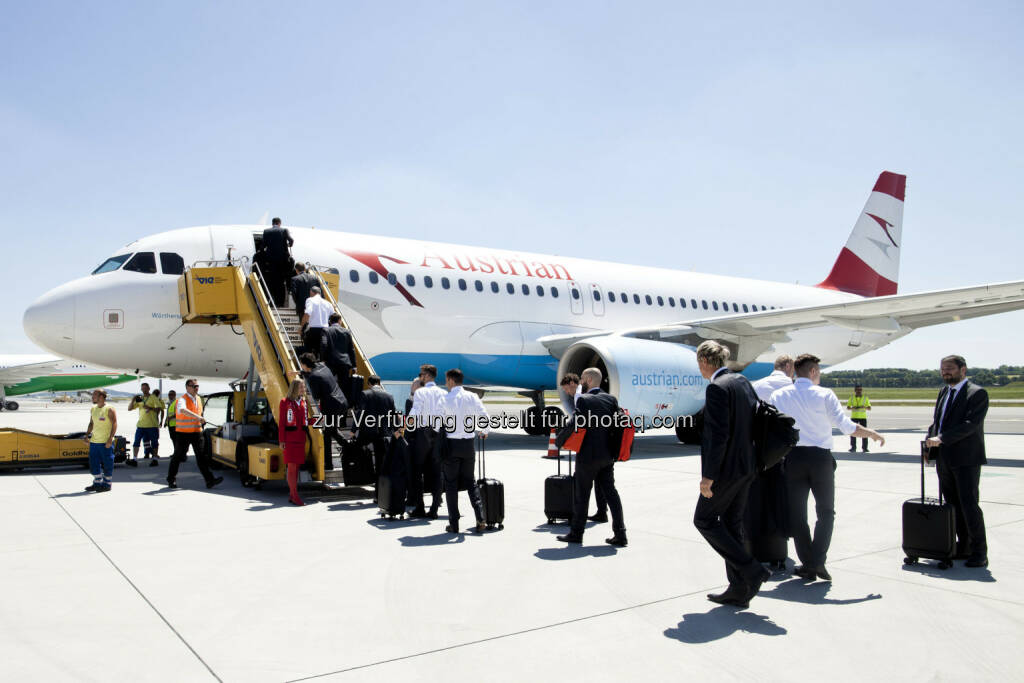 ÖFB Team startete nach Frankreich : Austrian Airlines Sonderflug OS2651 vom Wien nach Avignon : Fotocredit: Austrian Airlines – Michele Pauty, © Aussendung (08.06.2016)
