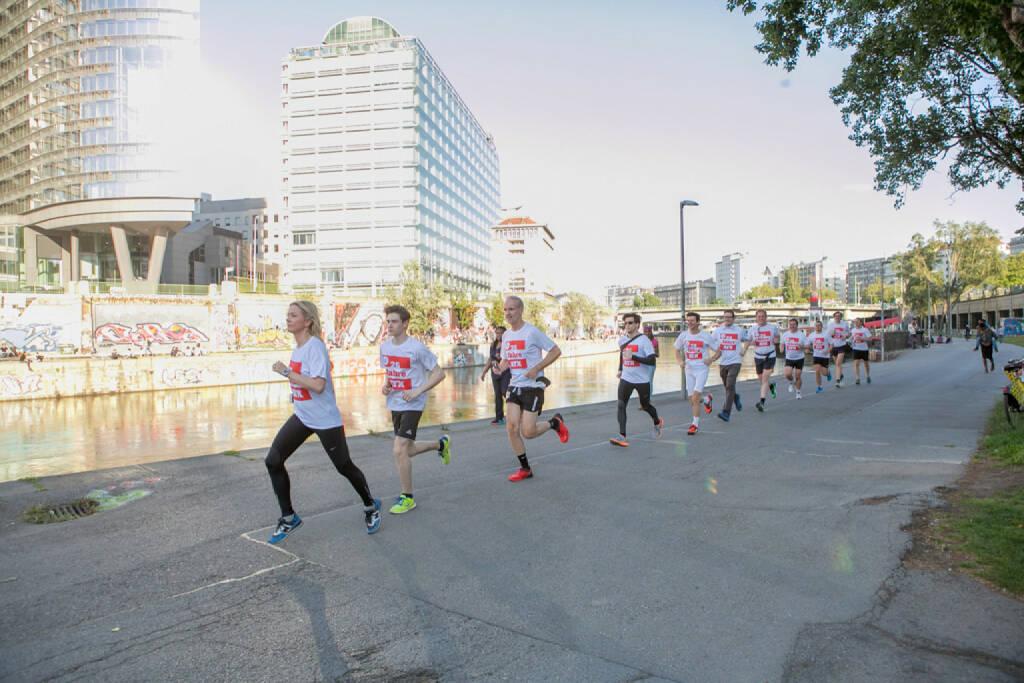 25 Jahre ATX - Lauf in rot-weiss-rot - Halla-Gudrun Mixa führt (09.06.2016)