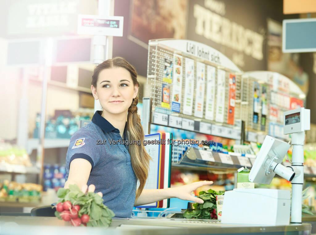 """Lidl Österreich als Arbeitgeber : Weil wir nur gemeinsam wachsen : Neue Kampagne: """"Wir wollen der beste Arbeitgeber der Lebensmittelbranche sein."""" : Fotocredit: © Copyright Lidl Österreich, © Aussender (10.06.2016)"""
