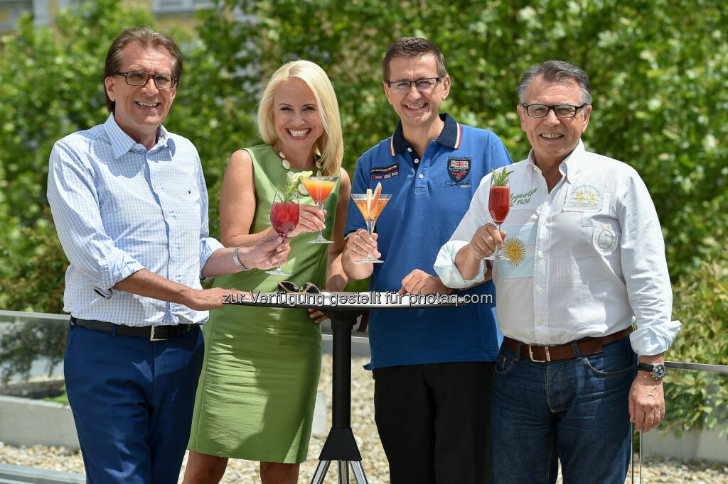 Kurt Rammerstorfer (ORF Landesdirektor), Jutta Mocuba (ORF OÖ Moderatorin), Markus Achleitner (Eurothermen Gen. Dir.), Reinhard Waldenberger (Radio OÖ Programmchef) : Hot Chocolate und The Rubettes beim Radio OÖ-Sommer-Open-Air im Aquapulco in Bad Schallerbach am 23. Juli : Fotocredit: ORF OÖ/Dostal (15.06.2016)