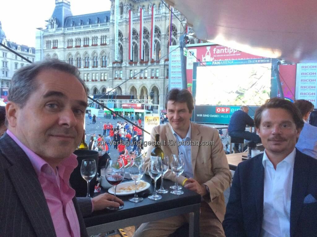 Wolfgang Matejka, Werner Schleritzko, Thomas Swoboda beim EM Public Viewing der Wiener Privatbank, © Aussendung (15.06.2016)