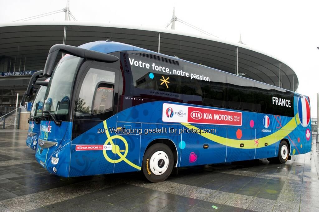 Bus der französischen Nationalmannschaft : Die Team-Busse bei der UEFA Euro 2016™ rollen auf Premium-Busreifen von Continental durch Frankreich : Fotocredit: Continental, © Aussendung (16.06.2016)