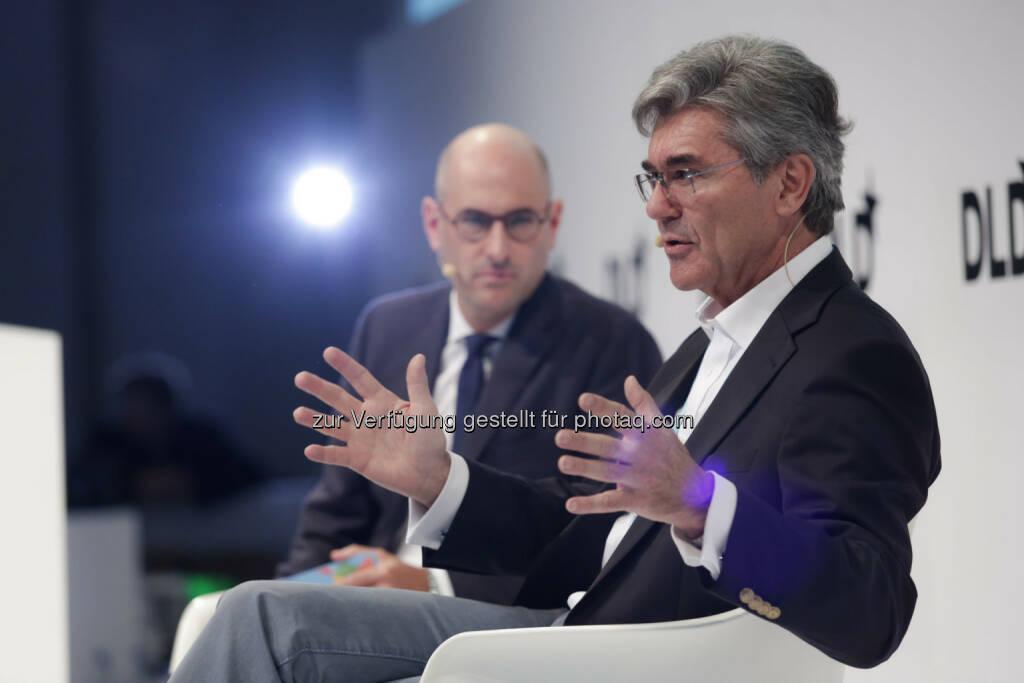 Dominik Wichmann (DLD), Joe Kaeser (Siemens-CEO) : Siemens-CEO Joe Kaeser bei DLDsummer : Geschwindigkeit nicht wichtigster Faktor bei Digitalisierung : Fotocredit: Hubert Burda Media, © Aussender (17.06.2016)