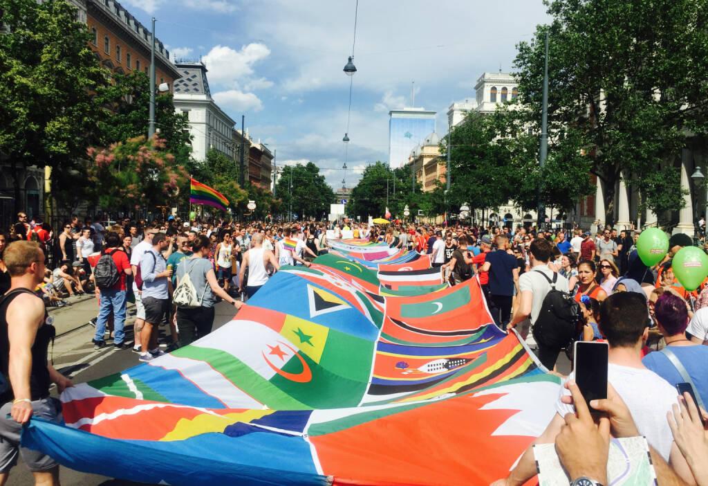 Welt Fahne, © diverse photaq (20.06.2016)