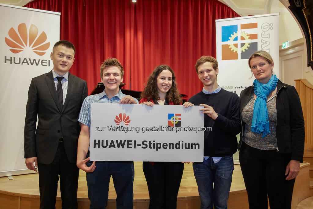 Jay Peng, Managing Director Huawei Austria, Stipendiaten 2016, Dr. Monika Schüssler, ÖJAB-Geschäftsführerin - Huawei Technologies Austria GmbH: Huawei-Stipendium 2016 verliehen (BIld: Huawei/APA-Fotoservice/Preiss), © Aussendung (21.06.2016)