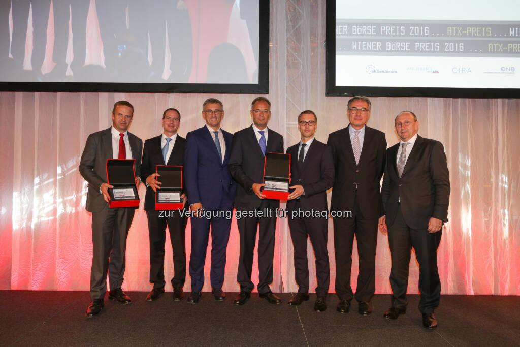 Preisträger ATX-Preis vlnr.: Holger Lüth (Head of IR BUWOG), Peter Fleischer (Head of IR voestalpine), Robert Ottel (CFO voestalpine), Heimo Scheuch (CEO Wienerberger), Klaus Ofner (IR Wienerberger), Fritz Mostböck (Präsident ÖVFA), Ludwig Nießen (Vorstand Wiener Börse) (Bild: Wiener Börse, Richard Tanzer) (21.06.2016)