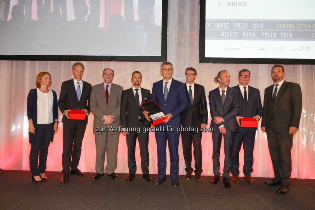 Preisträger Journalistenpreis vlnr.: Ingrid Krenn-Ditz (Head of Group Communications, RBI), Martin Grüll (CFO RBI), Davic C. Davies (CFO OMV), Peter Felsbach (Leiter Konzernkommunikation voestalpine), Robert Ottel (CFO voestalpine), Harald Hagenauer (Vorstandsvorsitzender CIRA), Michael Mikolasek (Leitender Redakteur APA Finance), Johannes Vetter (Unternehmenssprecher OMV), Robert Lechner (Head of Media Relations OMV)  (Bild: Wiener Börse, Richard Tanzer) (21.06.2016)