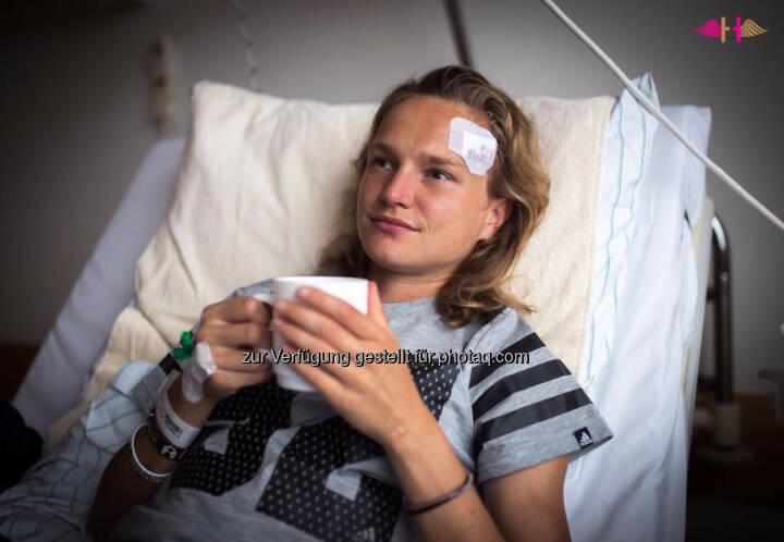 Anna Hahner, verletzt, Kopf, krank, Spital, Krankenhaus, recover, Wunde