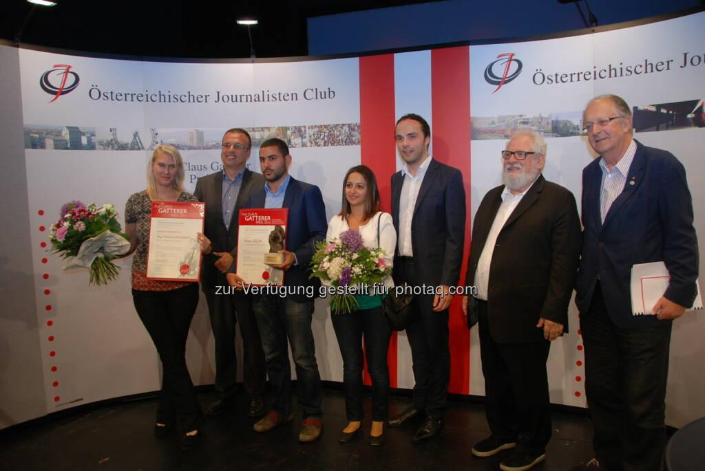 Katharina Weinmann (Ehrende Anerkennung), Peter Baminger (ÖJC-Vizepräsident), Yilmaz Gülüm (Preisträger), Philipp Achammer (Landesrat), Fred Turnheim (ÖJC-Präsident), Oswald Klotz (ÖJC-Vorstandsmitglied) : Prof. Claus Gatterer-Preis an NEWS-Journalisten Yilmaz Gülüm – Ehrende Anerkennung für die ORF-Journalistin Katharina Weinmann : Fotocredit: ÖJC/Lardschneider, © Aussendung (29.06.2016)