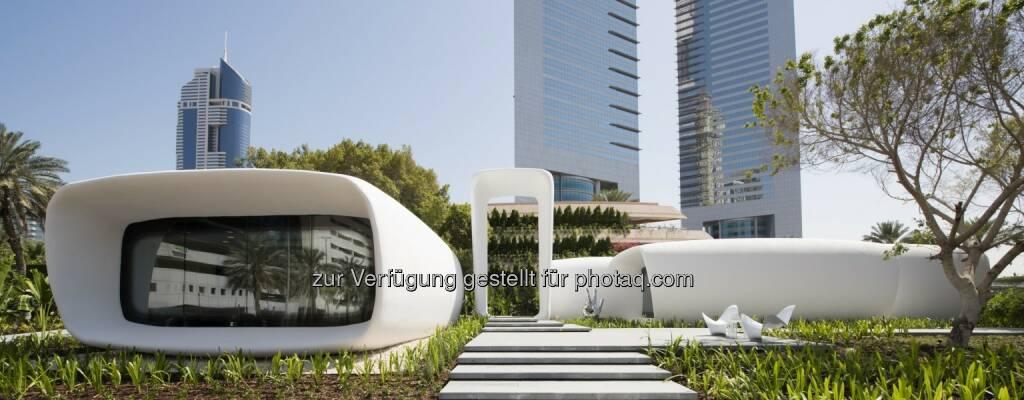 """Office of the Future : Das 250 m2 große """"Office of the Future"""" wurde mit einem 6 m hohen, knapp 37 m langen und 12 m breiten 3D-Drucker konstruiert und in der Nähe der Emirates Towers in Dubai errichtet : Copyright: Dubai Future Foundation , © Aussendung (30.06.2016)"""
