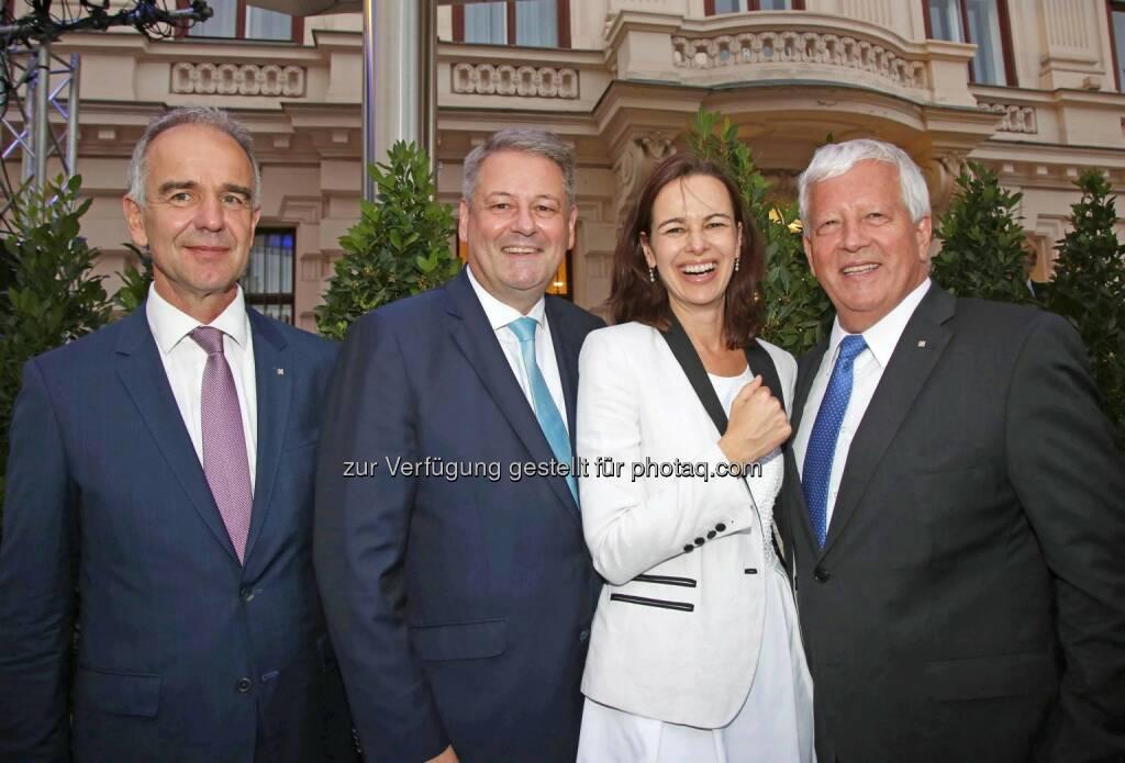 Rene Angermair (RLB OÖ), Andrä Rupprechter (Landwirtschaftsminister), Sophie Karmasin (Familienministerin), Jakob Auer (RLB OÖ), © RLB OÖ (01.07.2016)