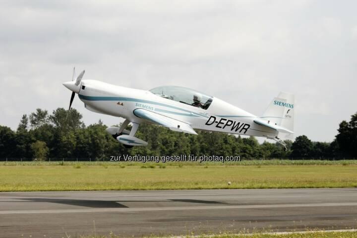 Erfolgreicher Jungfernflug rein-elektrisch - Flugzeug der Zertifizierungs-Kategorie CS23 : Der Siemens-Motor hat eine Leistung von 260 Kilowatt und ein Gewicht von nur 50 Kilogramm – damit verfügt er über ein Rekord-Leistungsgewicht : (c) Siemens